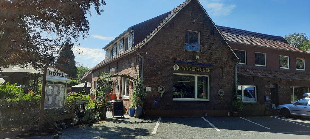 Letzte Raststation vor der Durchquerung des Dämmerwaldes: Hotel-Restaurant Pannebäcker