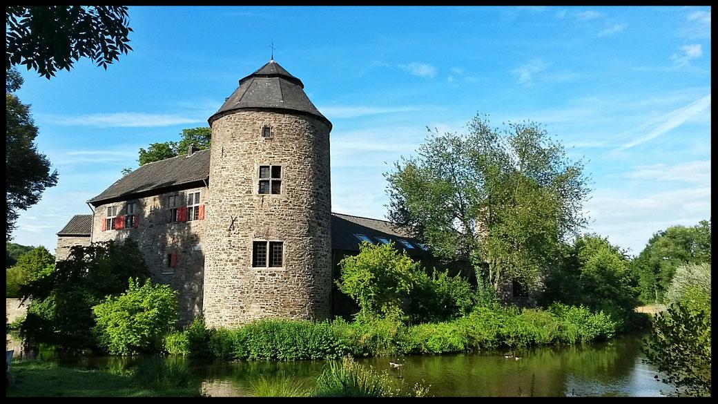 Wasserburg Haus zum Haus, nach eigener Angabe die schönste Wasserburg am Niederrhein