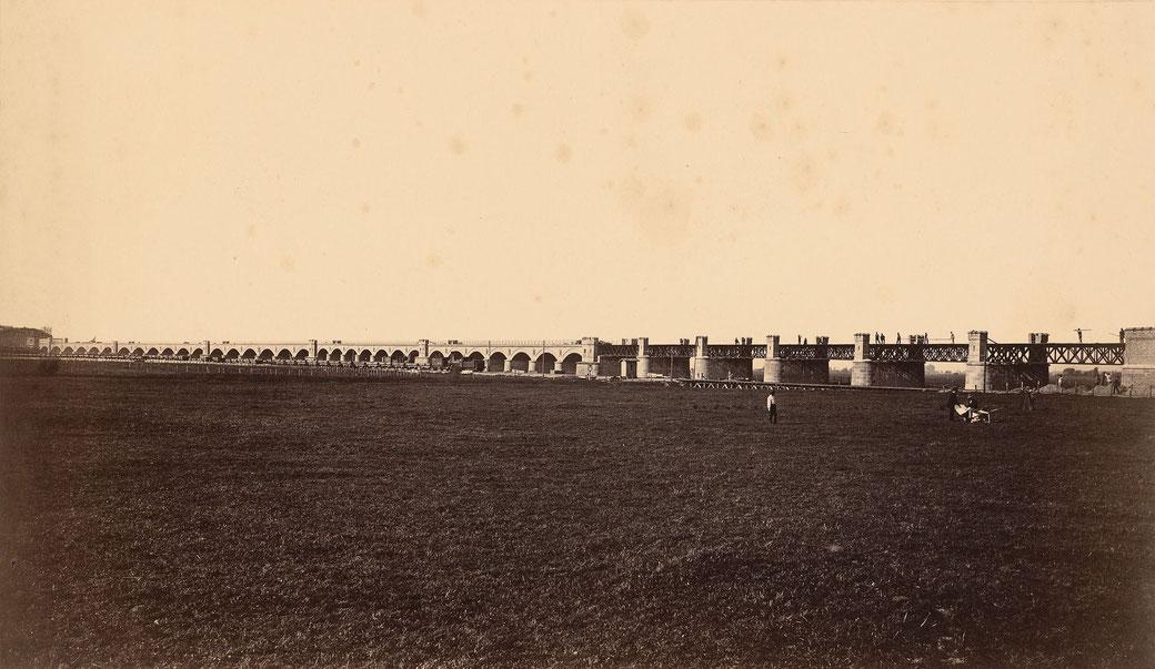 Eisenbahnbrücke wie sie kurz vor der Ferigstellung aussah. Bildquelle Wikipedia