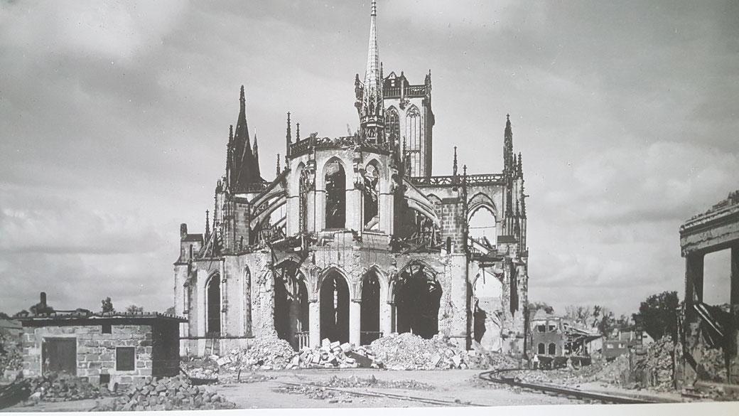 Das was vom Dom 1945 noch übrigblieb wurde originalgetreu wieder aufgebaut - eine beachtliche Leistung der Weseler Bürger (Bildquelle Dom)