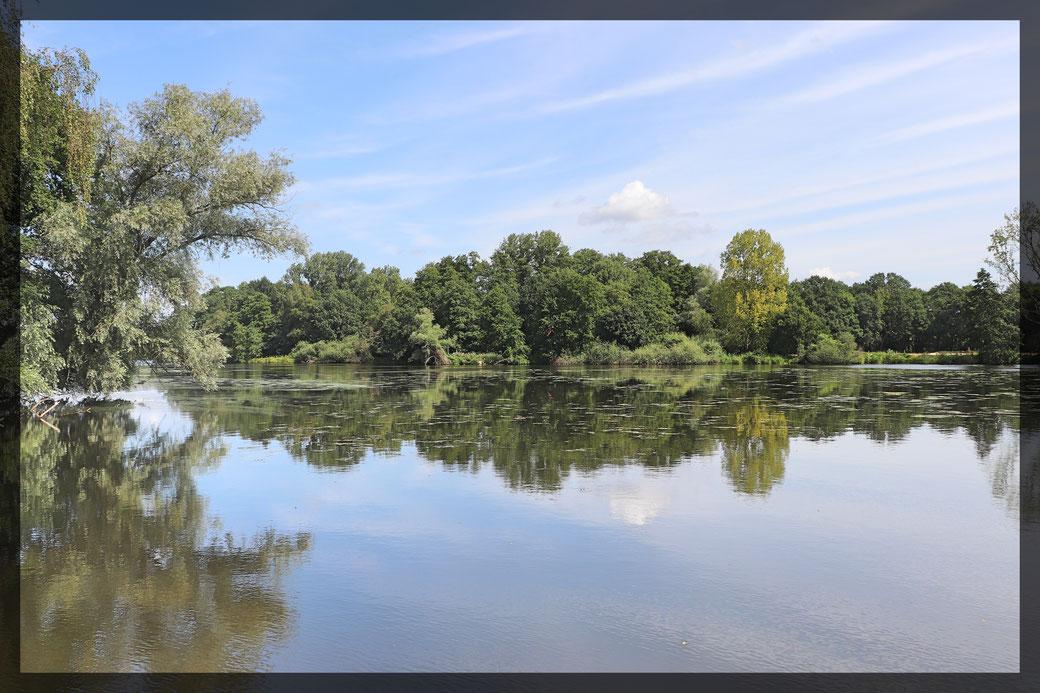 Spiegelungen und himmlische Ruhe sorgen für Entspannung am De Wittsee