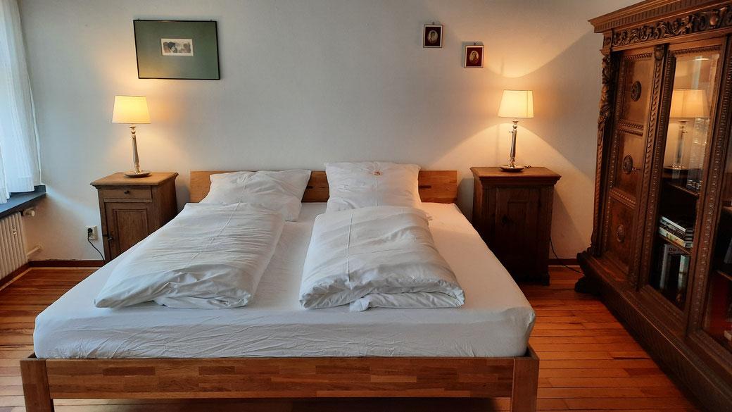 Herrenzimmer:  Hier schliefen wir wie im siebten Himmel auf bequemen Matratzen