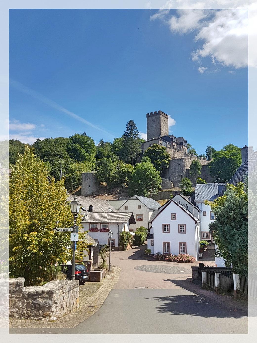 Erster Eindruck von Kerpen mit seiner Burg bei unserer Ankunft am frühen Vormittag.