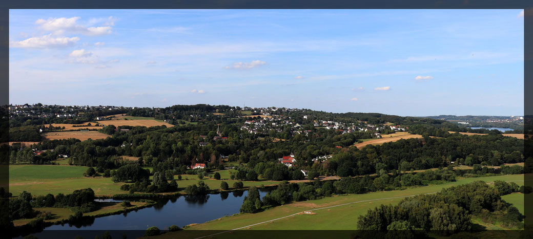 Fernsichten über das Ruhrtal bis zum Stausee vom Burgfried der Burg Blankenstein, Aufnahme: Canon EOS 77d
