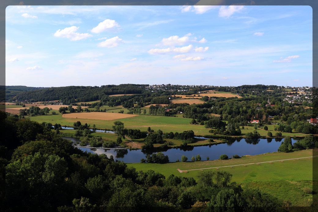 Aussichten auf das Ruhrtal vom Bergfried der Burg Blankenstein, aufgenommen mit CANON EOS 77d