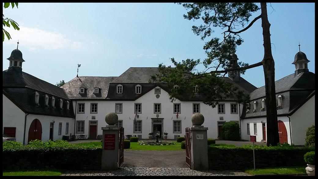 Romantik-Hotel mit eigener Kapelle und Golfplatz, meine heutige High-End Adresse: Schloss Auel