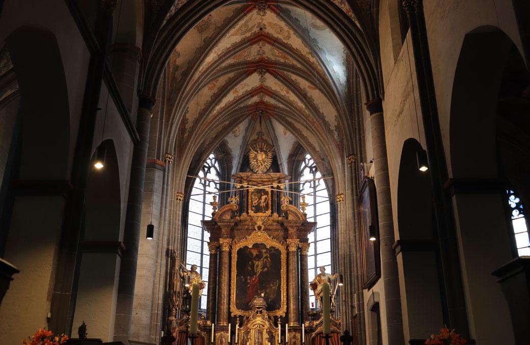 St. Kornelius: Blick zum Hochaltar des 17. Jahrhunderts, geschaffen von dem Rubens Schüler  Gerard Douffet
