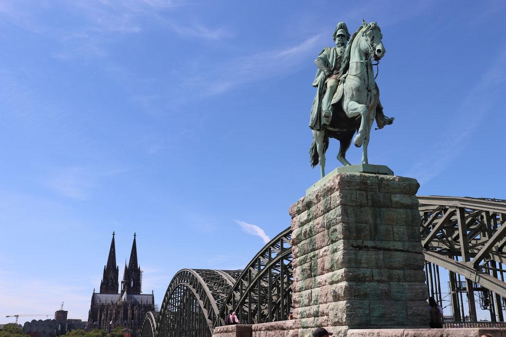 Kaiser, Hohenzollernbrücke und Dom vom Deutzer Ufer aus fotografiert mit CANON EOS 77D