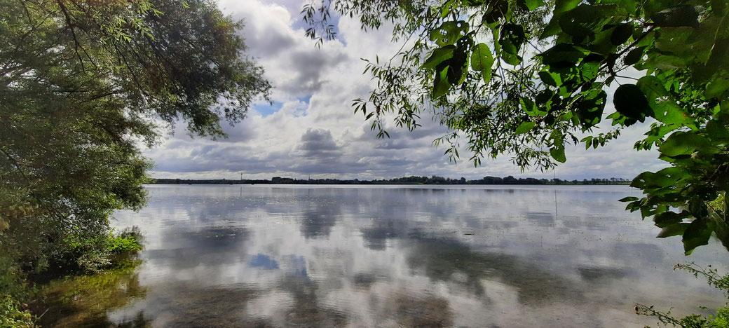 Licht, Schatten, Wolken, Wasser und Sonne ein Bild vom Auesee