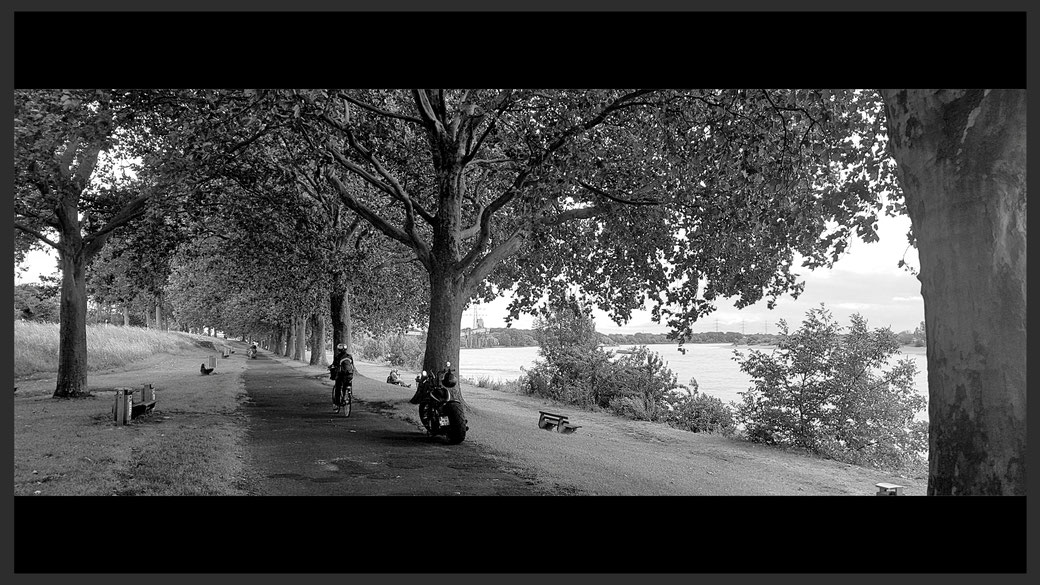 Rheinpromenade bei Götterswickerhamm - retro black and white