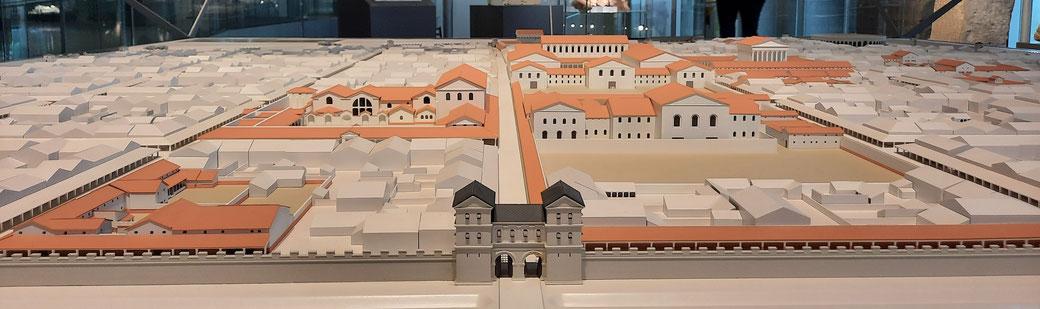 Modell von Colonia Ulpia Traiana, farblich herausgestellt die wieder errichteten Bauten und die ausgegrabenen Fundamente