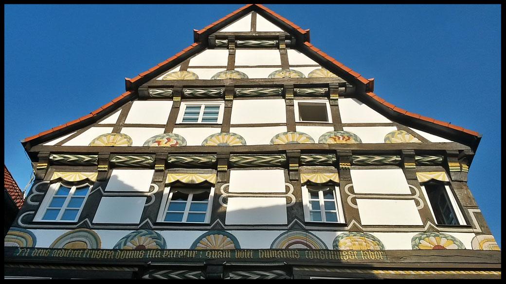 Die Hamelner Altstadt ist mustergültig renoviert und glänzt mit Fachwerkfassaden aus mehreren Jahrhunderten