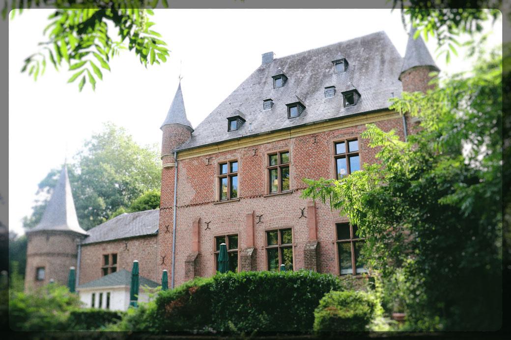 Burg Ingenhoven, verträumt und romantisch eingefangen mit einer digitalen Spiegelreflexkamera von CANON