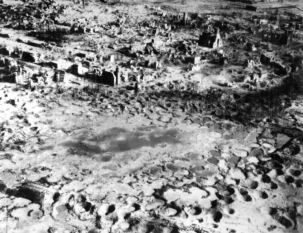Luftaufnahme Wesel aus dem Jahr 1945: ein unvorstellbares Ausmaß an menschlicher Zerstörung, Bildquelle Wikipedia
