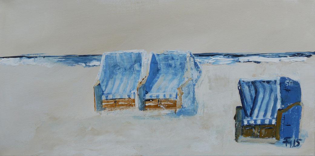 ein horizontales Bild mit blau weissen strandkörben, gemalt