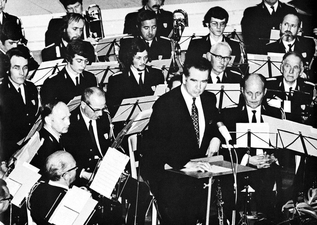 26. Mai 1972: 100-Jahr-Feier der Stadtmusik Winterthur im grossen Stadthaussaal; Festredner war der damalige Stadtpräsident Urs Widmer. Mich selbst sieht man noch knapp am oberen Bildrand in der Mitte.