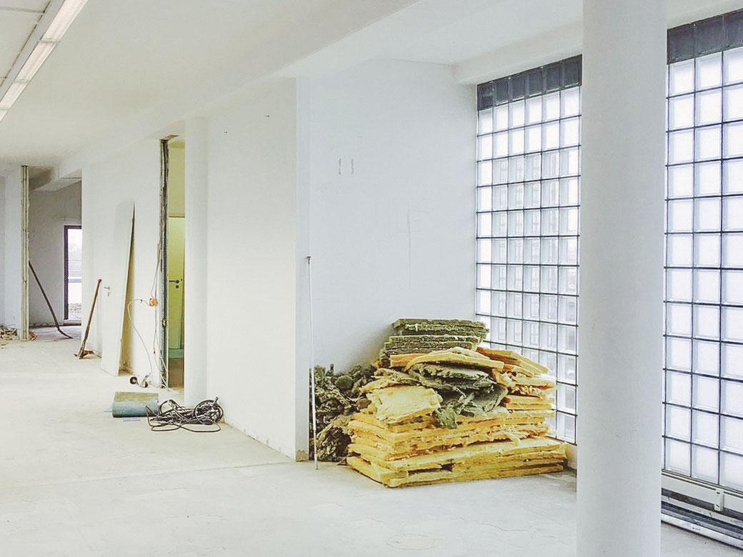 Die Renovierungsarbeiten in unseren neuen Praxisräumen laufen und gehen stetig voran!