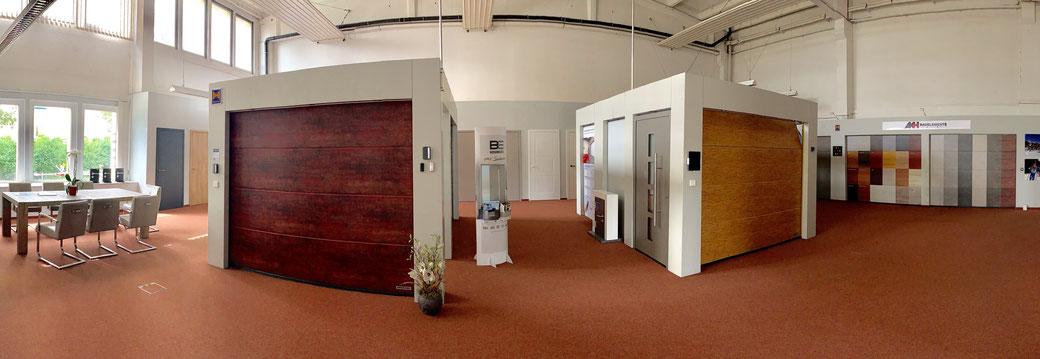 Ausstellung Fenster, Türen und Tore in der Genzkower Straße in Neubrandenburg