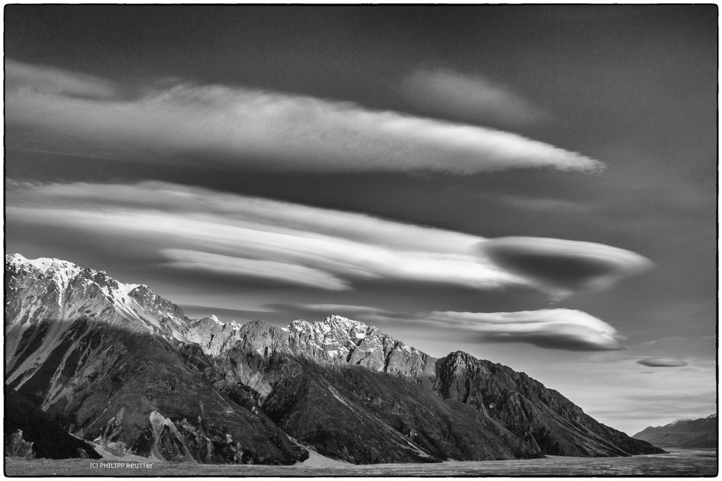 Mountain wave clouds, Lake Pukaki, New Zealand, Neuseeland, Wolke, b&w, Tasman Glacier, Mt. Cook