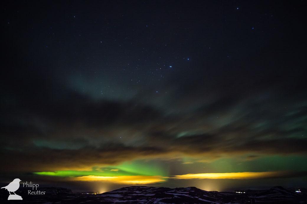 Nordlicht und Sternbild Großer Wagen in Island