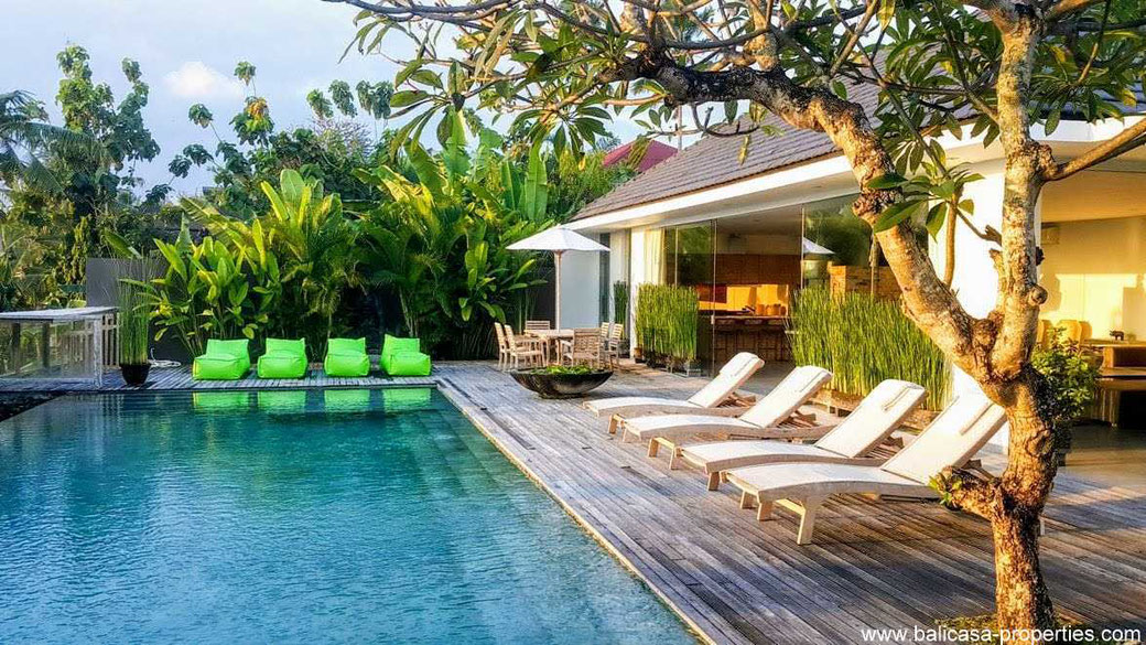 Canggu luxurious villa for sale with rice fields views. Located in Babakan