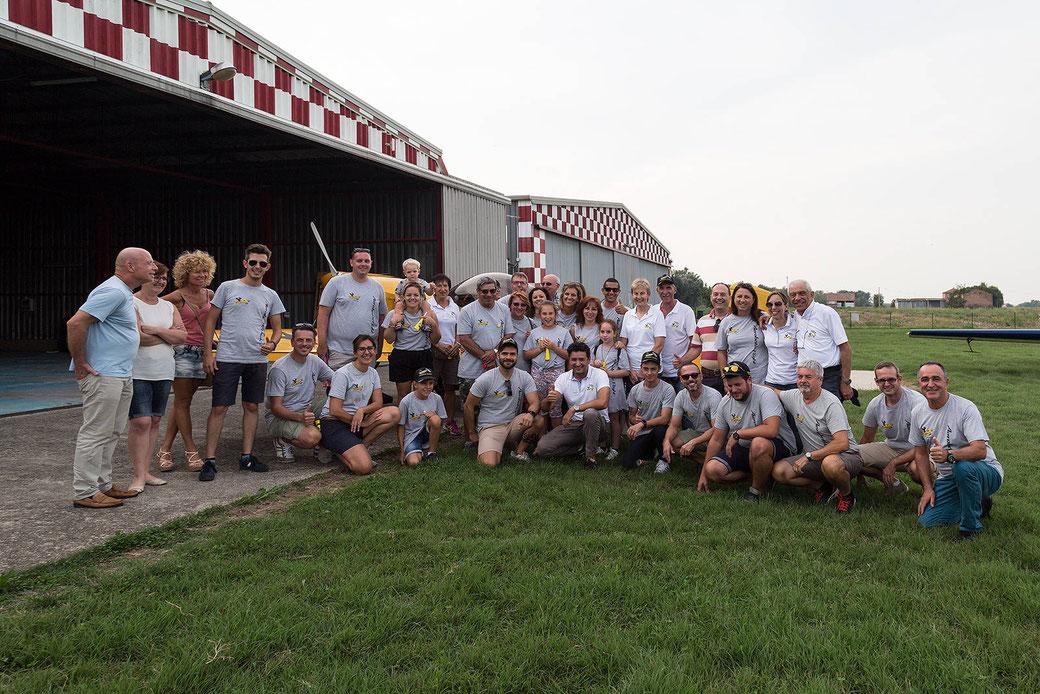 La foto di gruppo di una parte dei tanti supporters di Andrea Pesenato a conclusione di una giornata memorabile