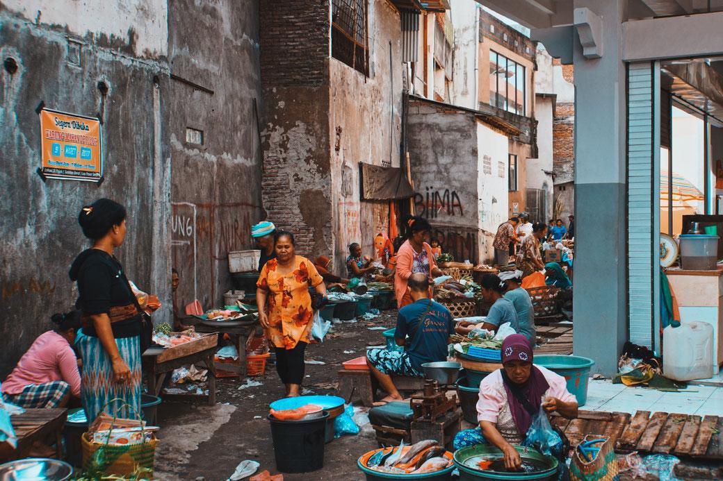 Marktszene in Munduk