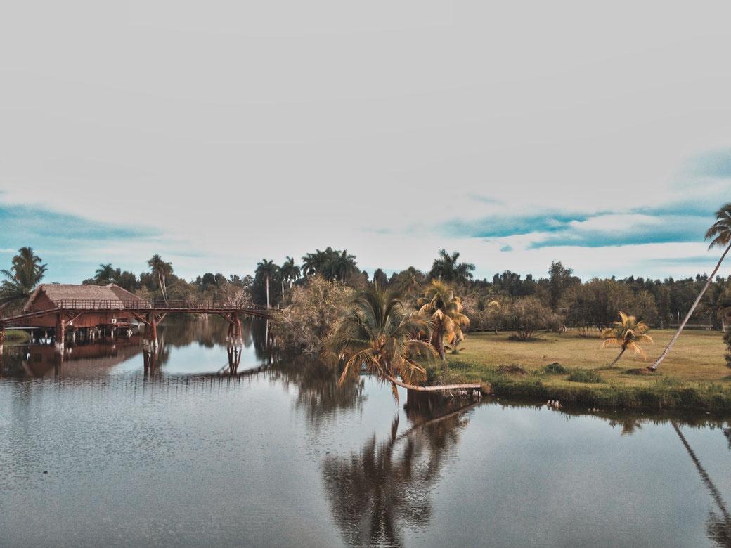 Guama. Ein Dorf auf einem See gebaut.