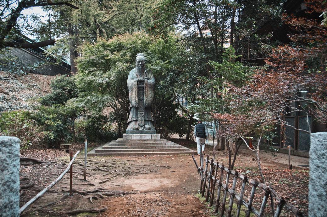 Grösste Konfuzius Statur der Welt in Tokio
