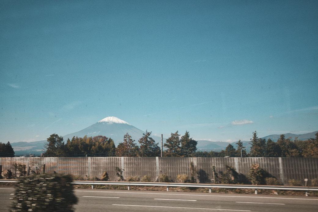 Mount Fuji, im vordergrund Autobahn
