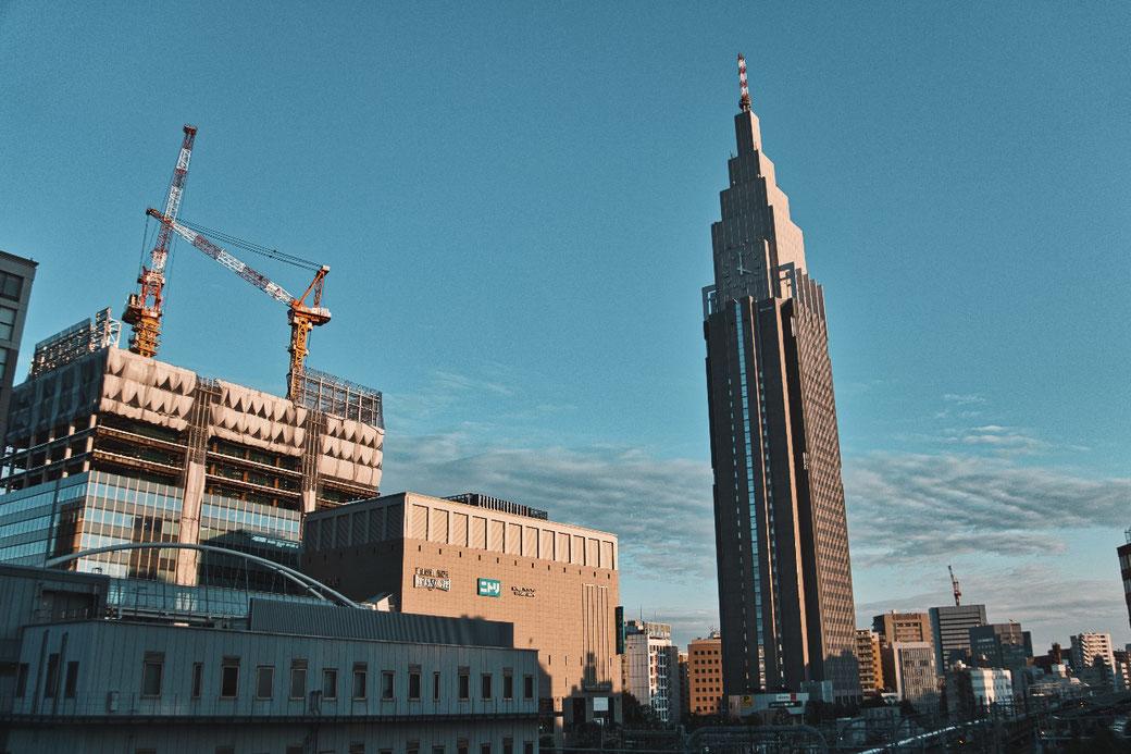 Shinjuku viele große Gebäude reihen sich aneinander