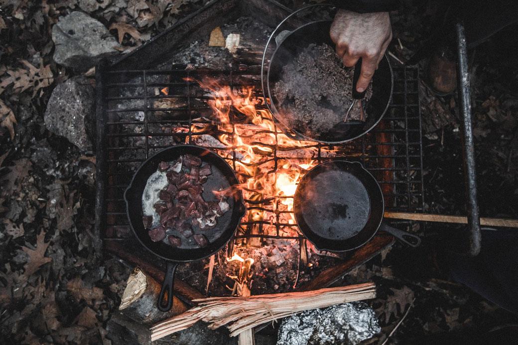 アウトドアキング札幌ではダッジオーブンや調理器具も高価買取中!