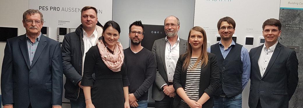 TGZ-Geschäftsführerin Elisa Heinke (3. von links) gehörte zu den Veranstaltern eines Info-Abends zur Digitalisierung in den Räumen der TürControlSystems in Genthin.