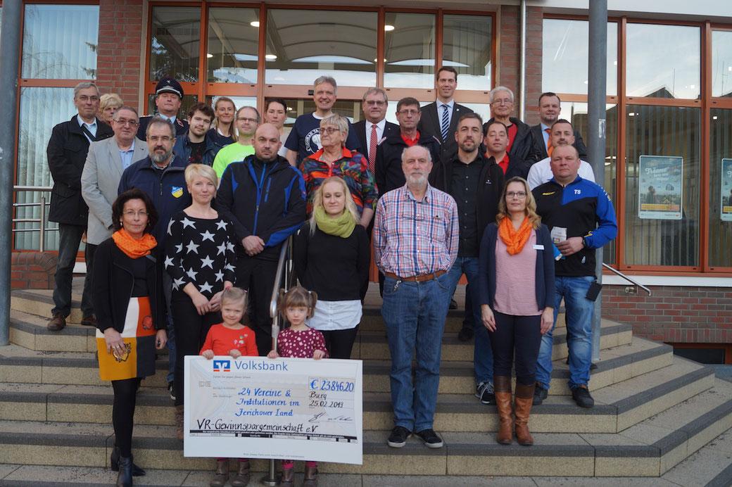 24 Vereine aus dem Jerichower Land freuen sich über Fördergeld der Volksbank. Foto: Alpha-Report