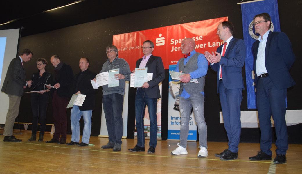 Im Rahmen der Sportlerehrung 2019 gratuliert Landrat Burchhardt den Vereinen zur Berufung als Landesleistungsstützpunkt. Quelle: Steffan Göhler (KSB)