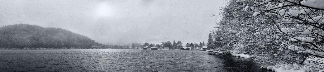 Am Altausseersee bei dichten Schneefall.