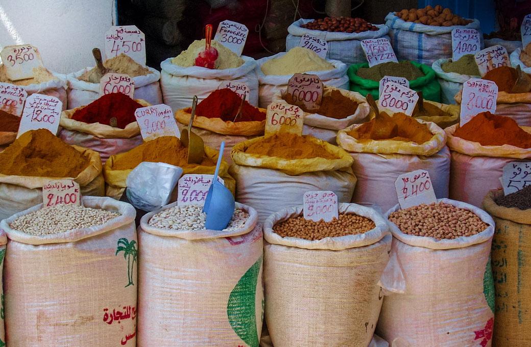 Bunte Säcke Gewürze, Marokko