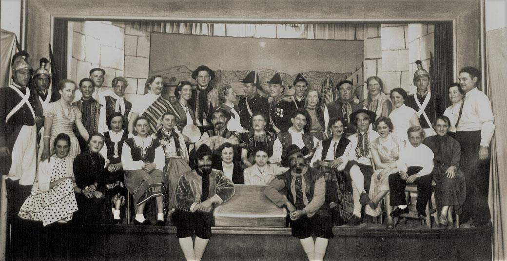 """""""Carmen"""", Theateraufführung 1956: Schauspieler und Orchester der Kolpingfamilie Eslohe"""