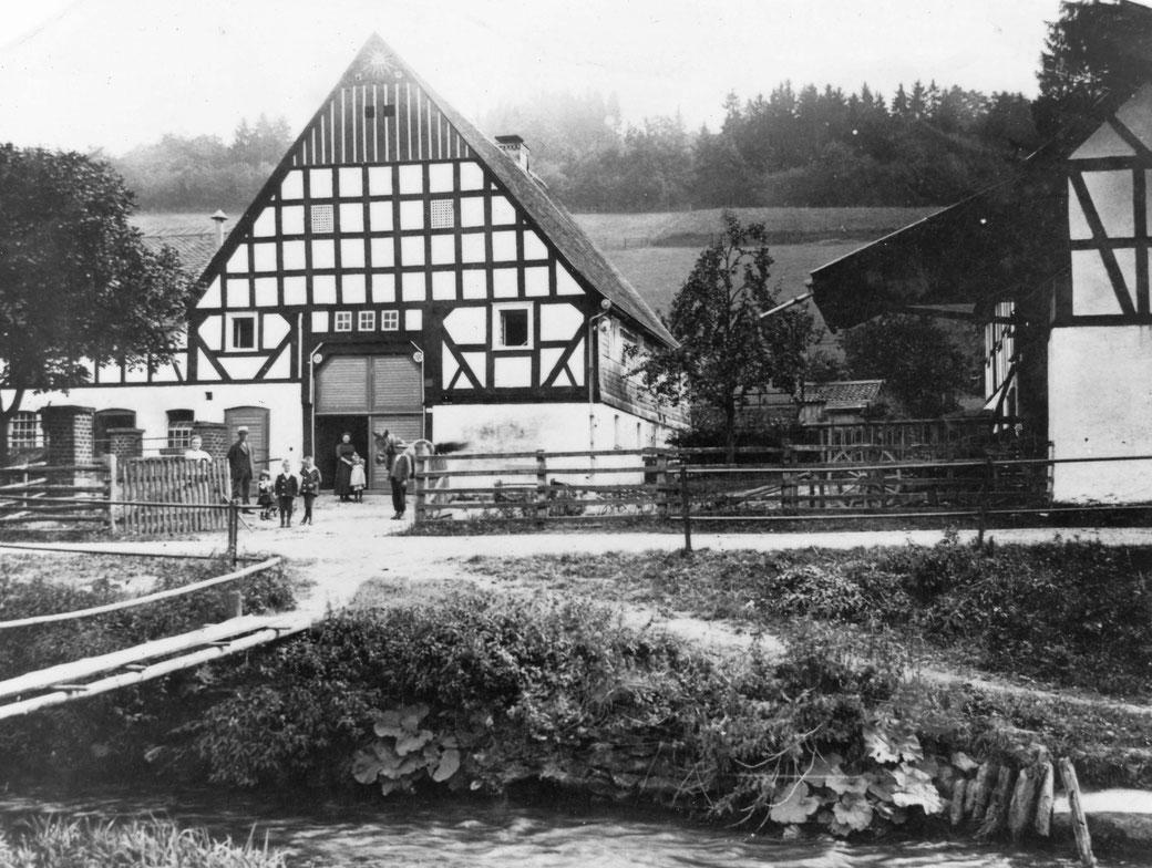"""In diesem 1779 erbauten Bauernhaus in Sallinghausen ist Franz Wüllner geboren und aufgewachsen. Das Zimmer hinterm rechten Fenster wurde später """"Professorenkammer"""" genannt."""