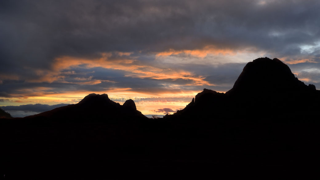 Spitzkoppe au couchant, Namibie, photo non libre de droits