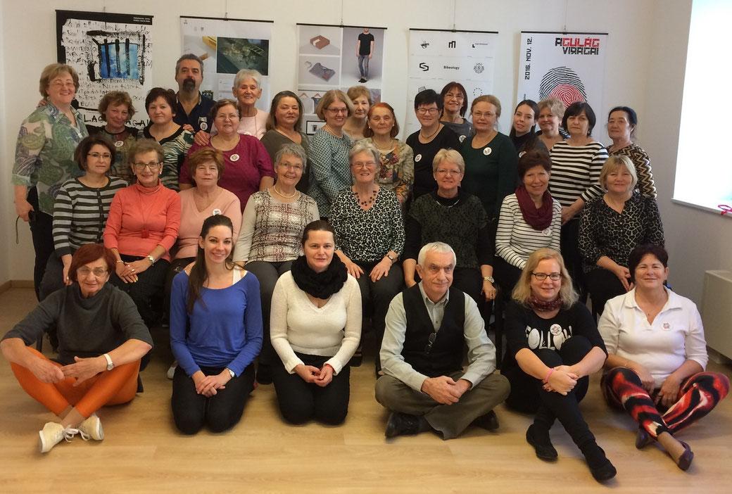 Az első Magyarországon képzett szenior örömtánc oktatók csoportja