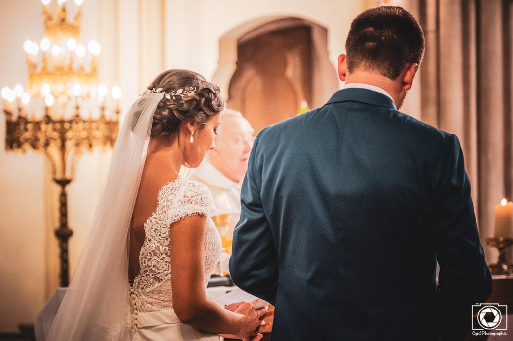 Cette photo représente des mariés dans une église proche de Montauban région Occitanie.