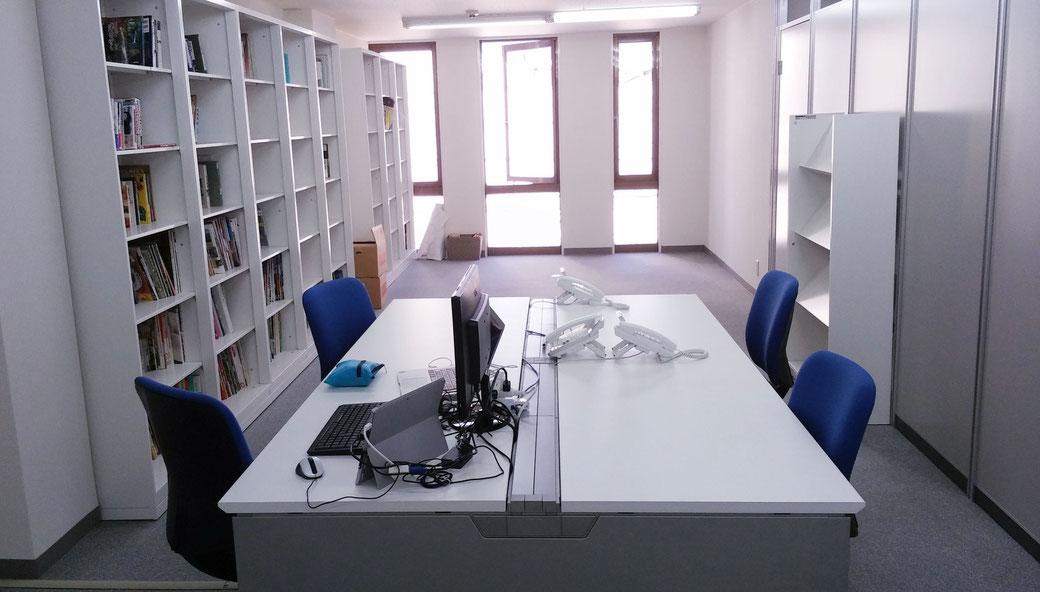 ダンクソフトの高知スマートオフィスは、高知市内はりまや橋近くの高知ニュービジネス協議会シェアオフィスの一画に開設しています。