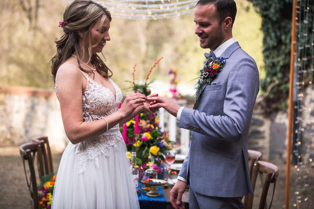 Hochzeit im Schlosshof Eheversprechen