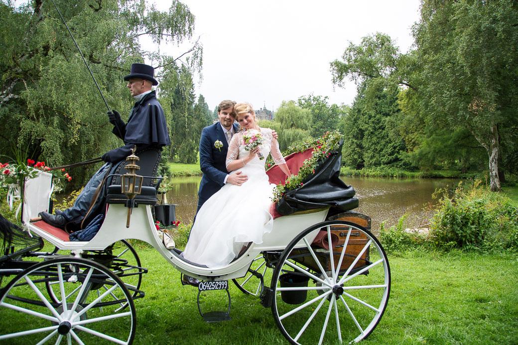 Hochzeitsbilder Rauischholzhausen,  Hochzeitsfotografie, Hochzeitspaar, Hochzeitskutsche Rauischholzhausen, Hochzeit in Rauischholzhausen, Giessen