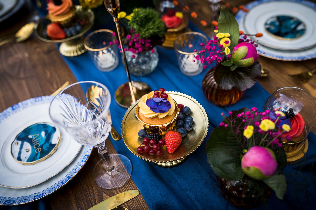 Sweet Table Cup Cakes Hochzeit blau gold