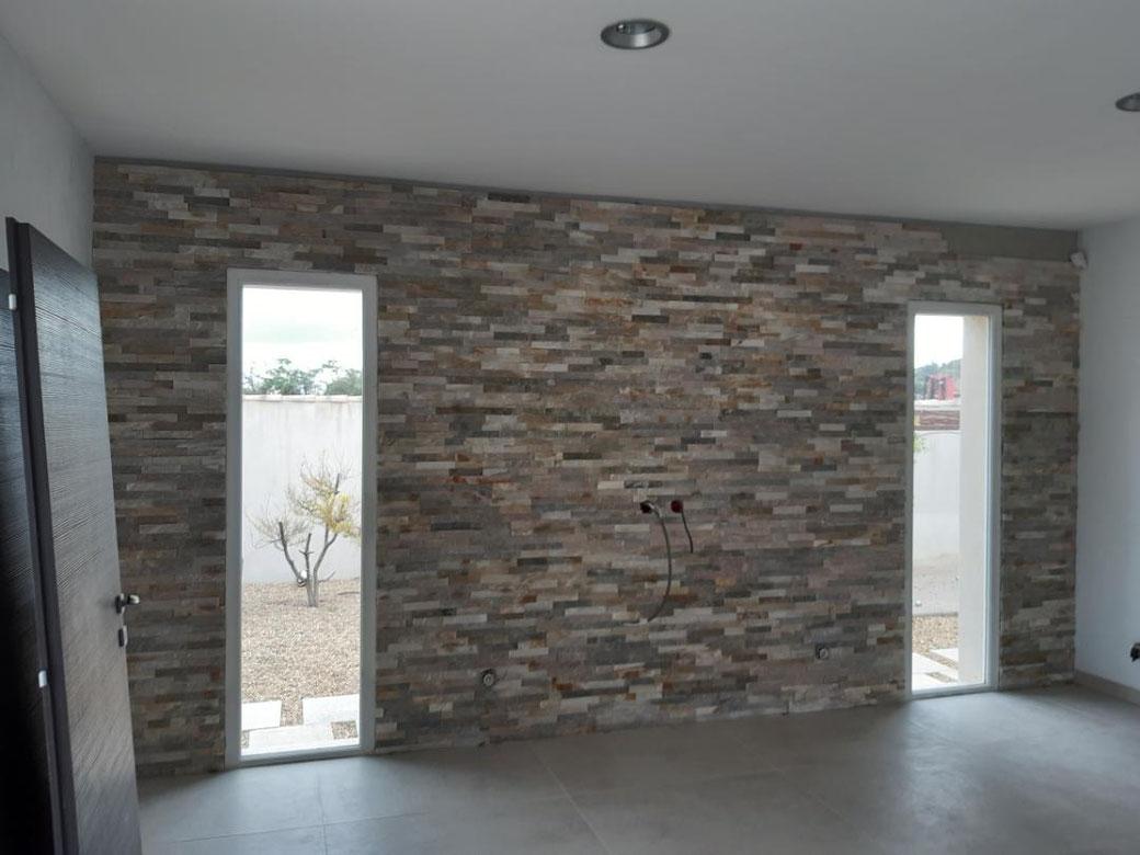 création d'un pan de mur décoratif avec parements en relief.