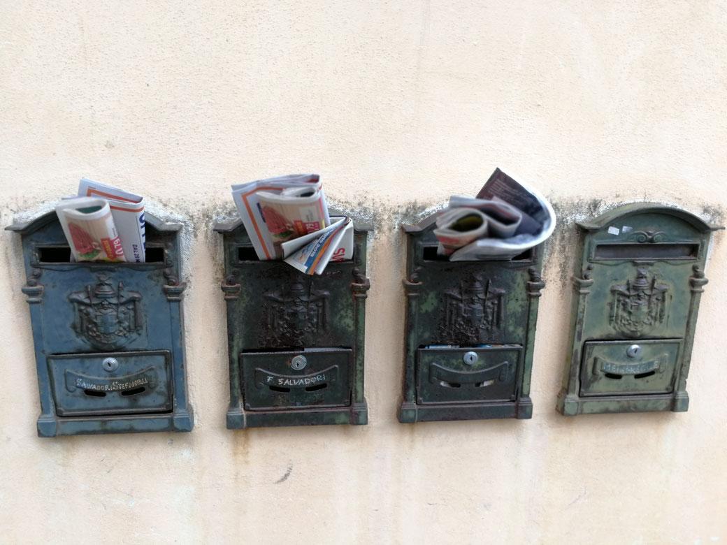 Briefkästen in Lari