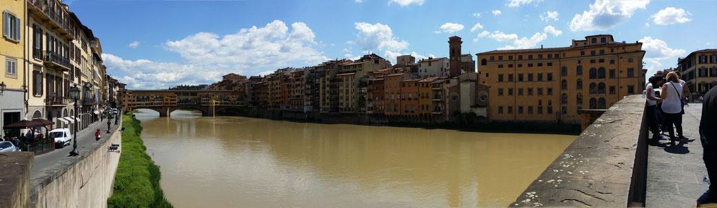 Blick über den Arno auf die Ponte Veccio, Florenz