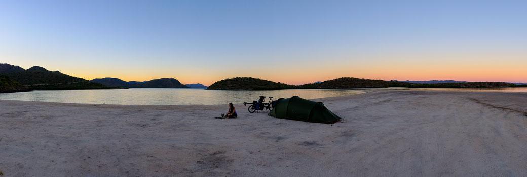 camping sur la plage del Requeson en basse californie